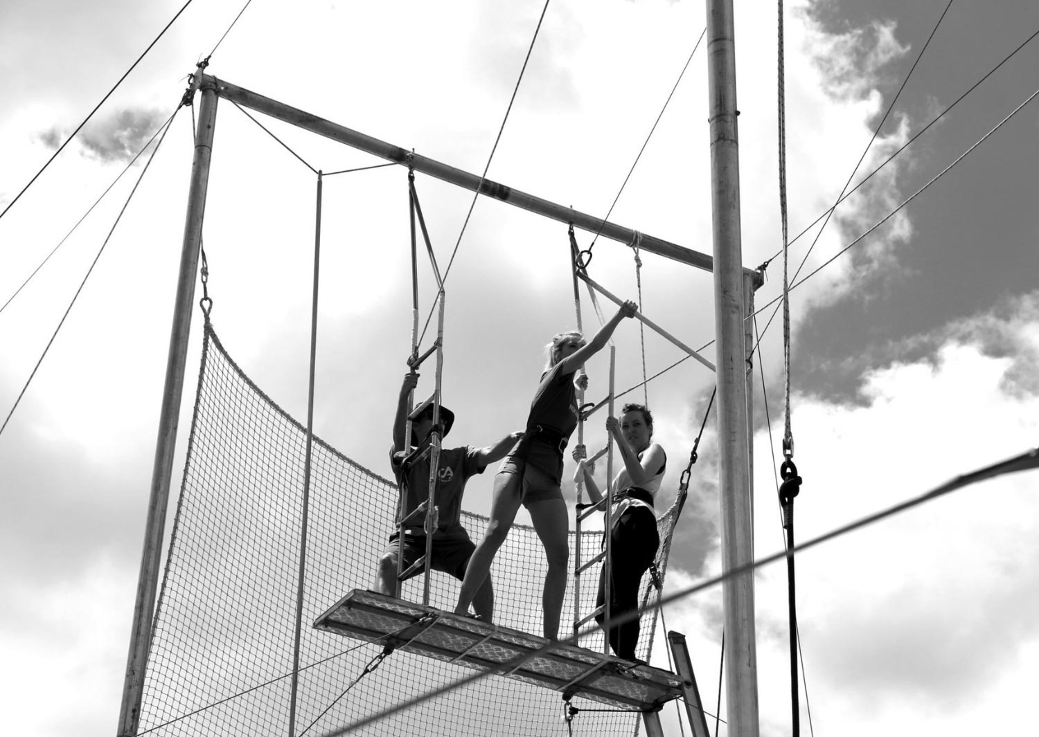 Learning to take off the flying trapeze board - intermediate flying trapeze class