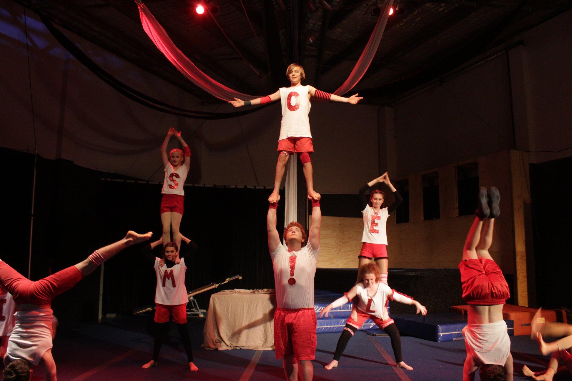 circus-arts-byron-bay-acro-circus-troupe-1