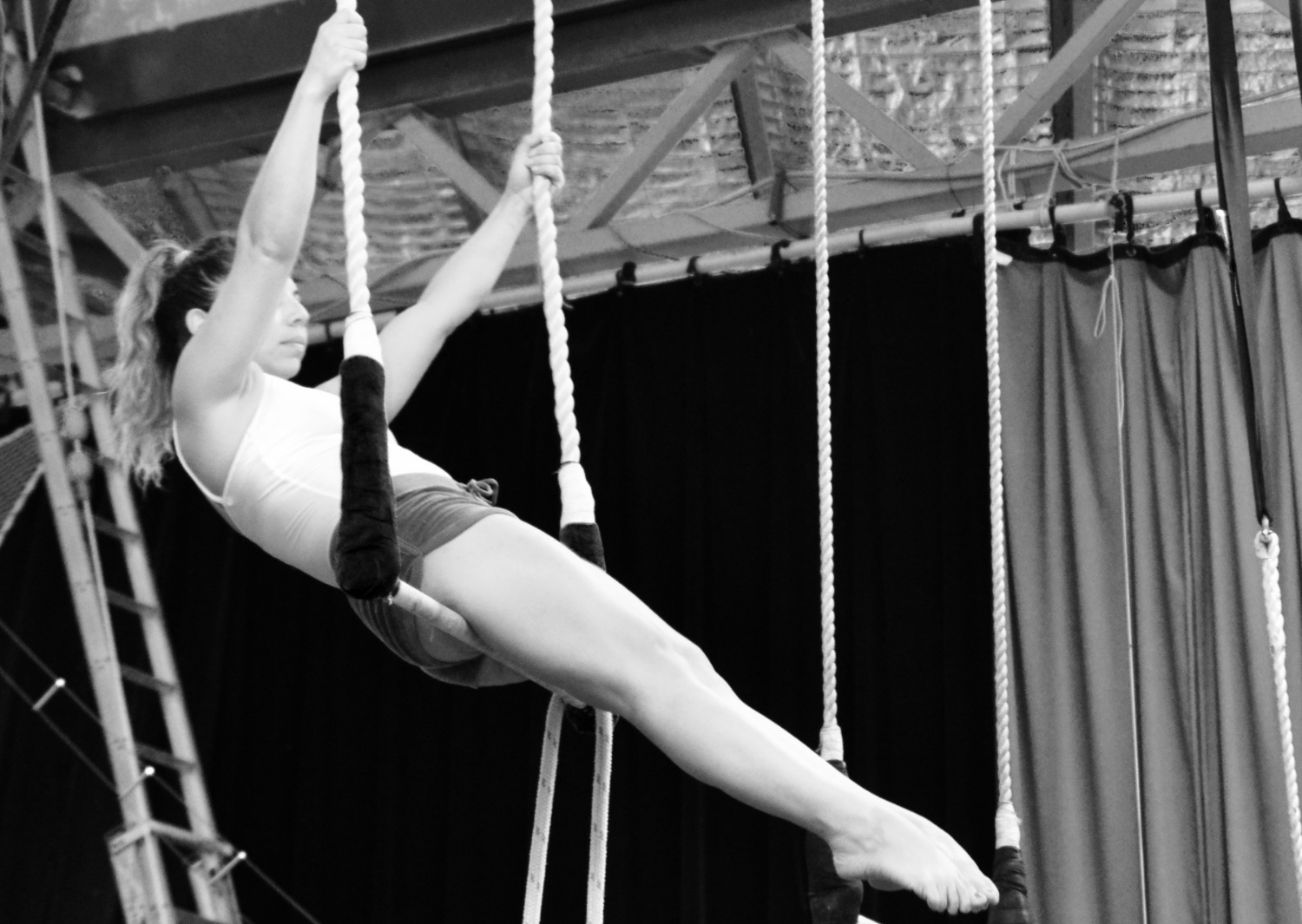 circus-arts-byron-bay-3-day-aerial-and-pole-intensive-course-lyra-static-trapeze-swinging-silks-spanish-web-1